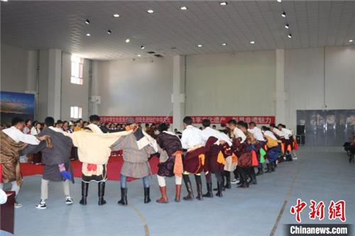 """中国""""五彩神箭之乡"""":藏族学子演绎民俗冀在传承3.jpg"""