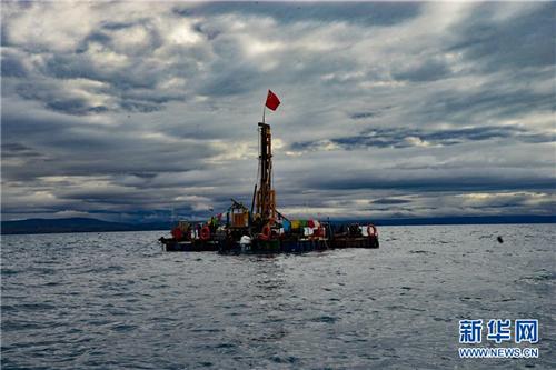 我国首次在西藏高原成功钻取百米湖芯3.jpg