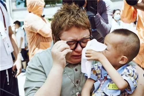 韩红:即使自己再穷,也不舍公益14.jpg