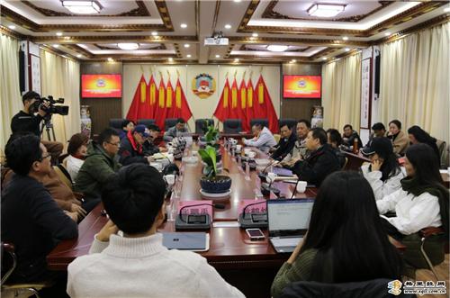 康巴作家作品研讨会在云南省香格里拉市举行.jpg