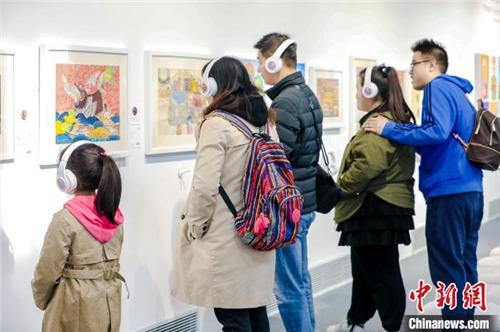 用艺术点亮梦想 西藏特殊儿童公益画展在京开幕 2.jpg
