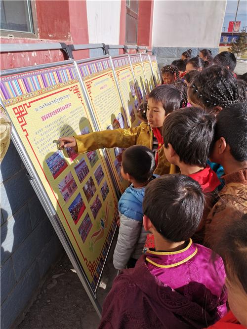 甘肃省天祝县举办文化下乡和华锐民歌进校园活动2.jpg