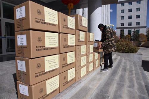 西藏卫健委向湖北一线捐赠藏药.jpg