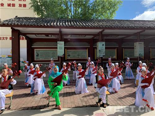 四川松潘:非遗进校园 多民族文化薪火相传