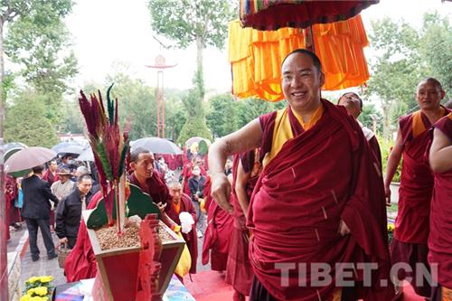 十一世班禅在西藏拉萨开展调研及佛事活动