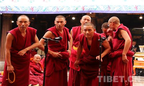 """西藏12名僧人获得""""格西拉让巴""""藏传佛教最高学位"""