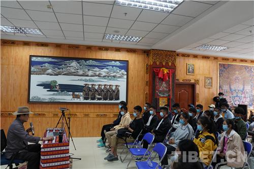 吴雨初:牦牛与藏族人民情感血肉相连1.jpg