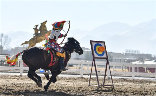 西藏拉萨:欢庆新年 线上网络直播马术表演