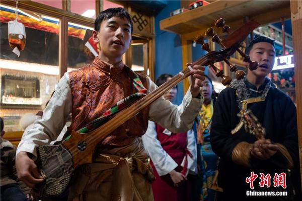 """""""我爱传统文化""""少儿藏戏歌舞演出在西藏拉萨举办"""