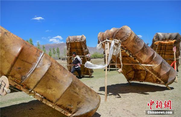 """西藏唯一渔村:""""牛皮船舞""""的粗犷之美4.jpg"""