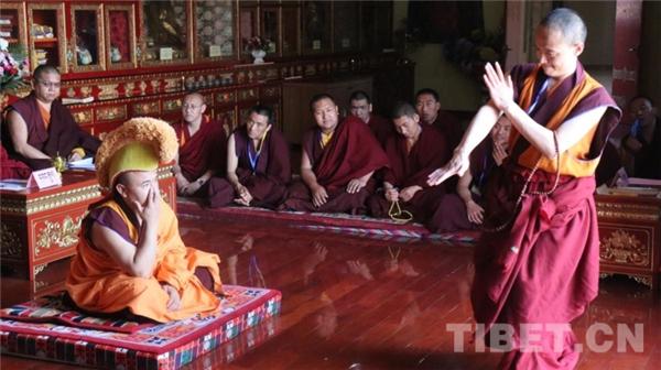 """藏传佛教第十七届""""拓然巴""""高级学衔辩经考试举行"""