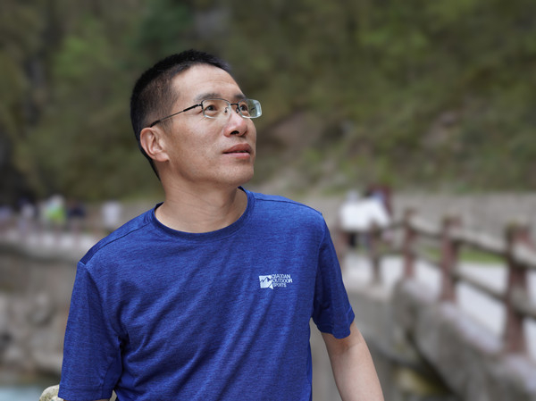 藏族诗人花盛入选第四届甘肃诗歌八骏