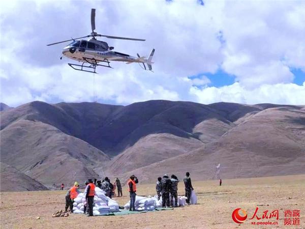 西藏首次使用无人机 精准飞播造林种草