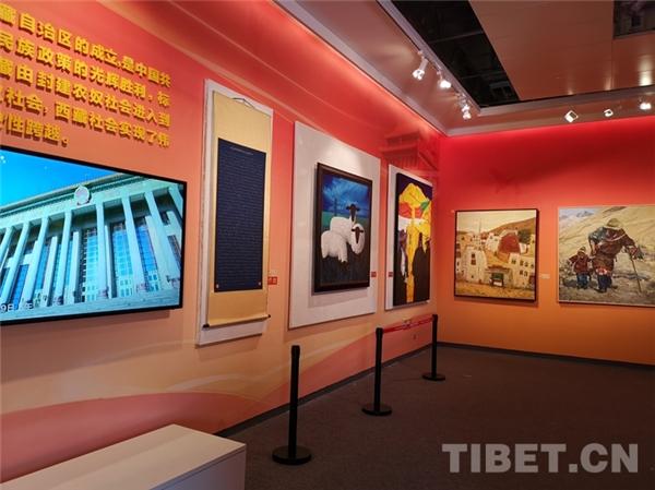 西藏青少年书画大展拉萨开幕 向社会大众免费展览