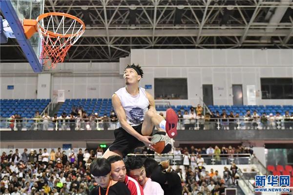 草根扣将陈登星助阵 西藏三对三篮球挑战赛开幕