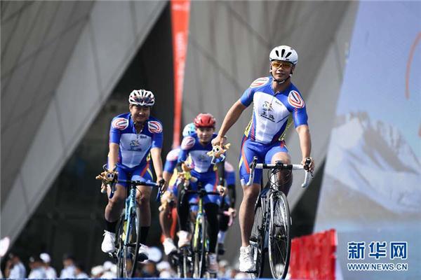 第二十届环青海湖国际公路自行车赛在西宁开幕