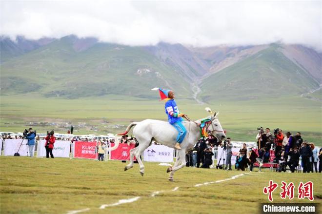 第七届纳木措文化旅游民俗风情赛马艺术节开幕