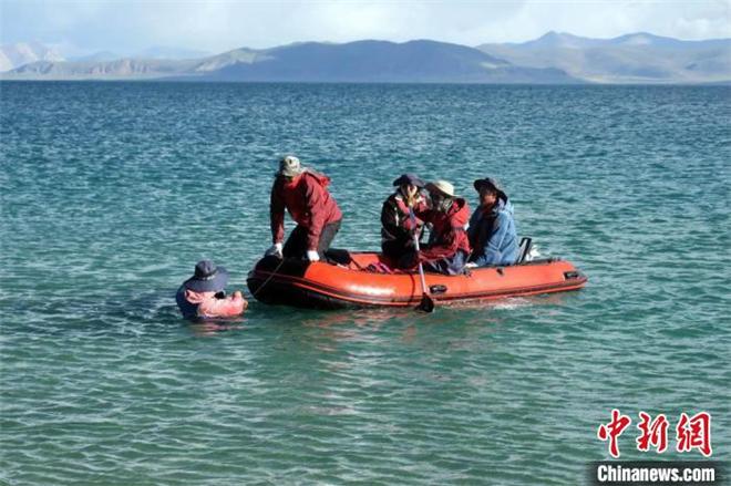 中国二次青藏科考分队完成西藏第三大湖泊考察