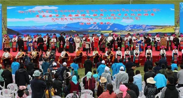 青海贵南第七届藏绣歌舞牦牛文化旅游季活动开幕