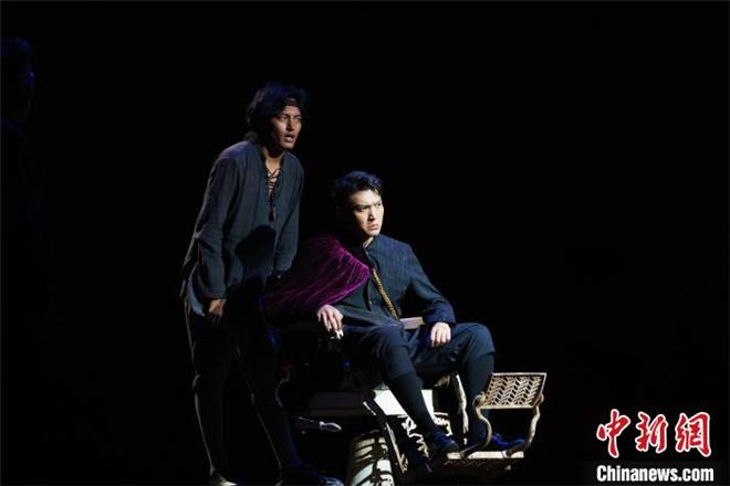 话剧《哈姆雷特》藏汉双语版在西藏拉萨上演