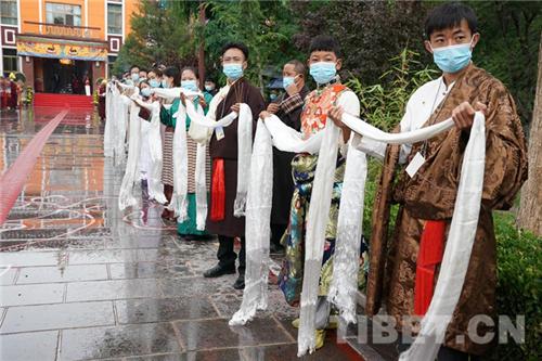 十一世班禅在西藏拉萨开展调研及佛事活动5.jpg