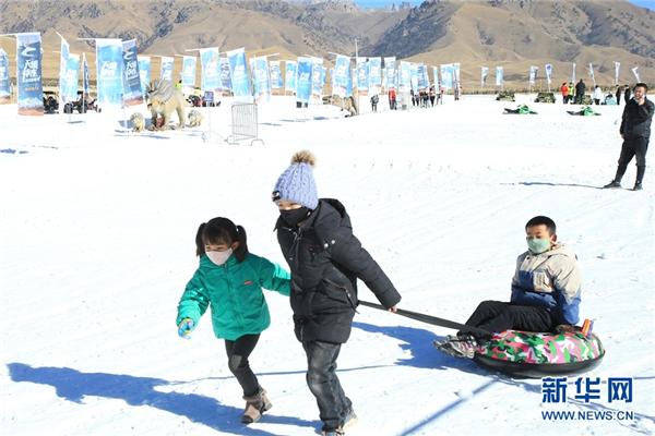 雪山、冰雕、滑雪……冬日祁连旅游的正确打开方式3.jpg