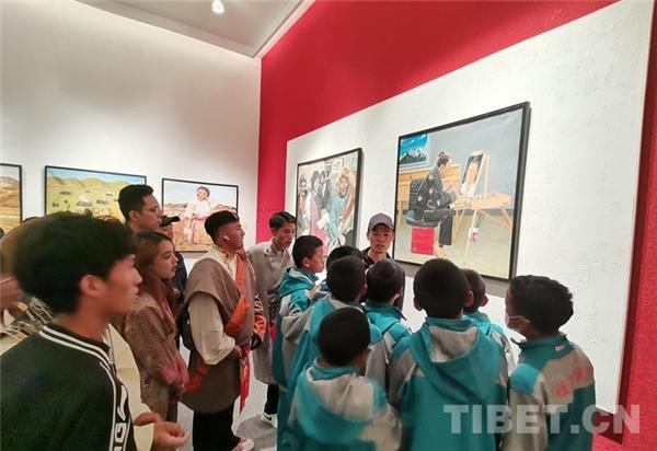 西藏青少年书画大展拉萨开幕 向社会大众免费展览6.jpg