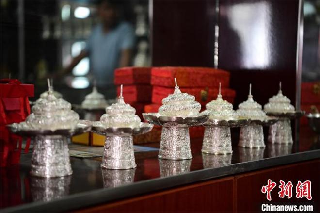 藏族匠人拉琼:以传统手艺传承民族文化5.jpg