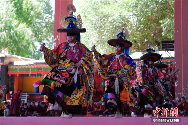 西藏扎什伦布寺举行一年一度跳神活动1.jpg