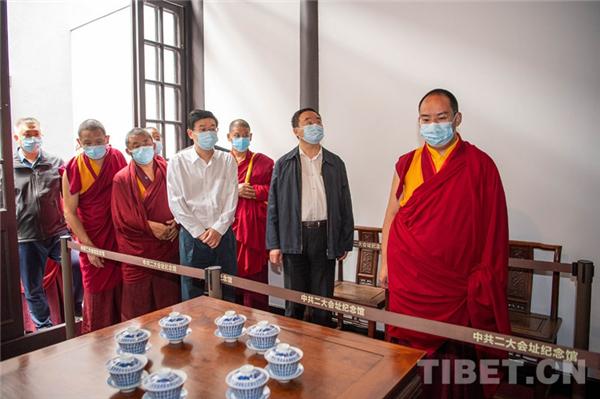 班禅:铸牢中华民族共同体意识 不断提升宗教中国化水平1.jpg
