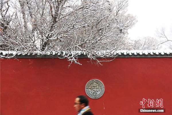"""青海塔尔寺""""朝佛季"""":瑞雪点缀藏传佛教圣地1.jpg"""