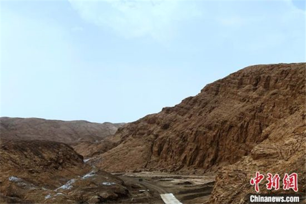 柴达木盆地最复杂山地三维地震项目圆满完成3.jpg