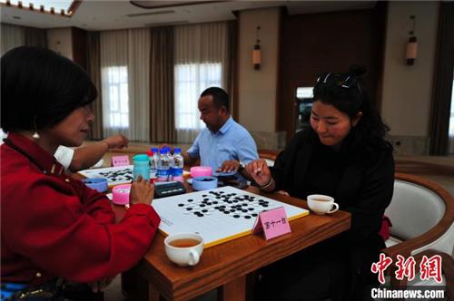 贝博ballbet体育官网第二批25位传统藏棋段位棋手在拉萨产生1.jpg