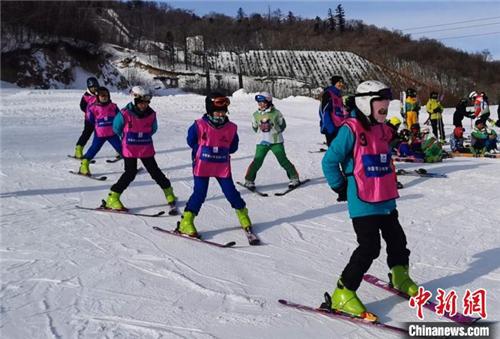 """西藏少年的""""冰雪奇缘"""":穿越5000公里去滑雪3.jpg"""