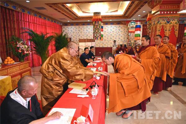"""藏传佛教第十七届""""拓然巴""""高级学衔授予仪式在京举行.jpg"""
