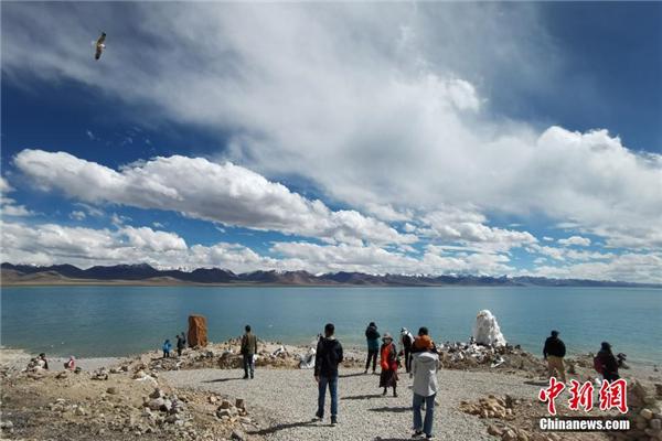 西藏纳木错迎来旅游旺季1.jpg