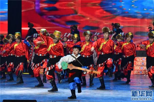 精彩纷呈的日喀则藏历新年晚会录制4.jpg
