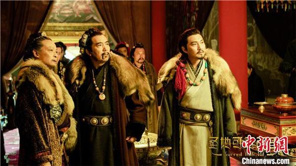 中国首部生态保护题材电视剧《圣地可可西里》在青海杀青.jpg