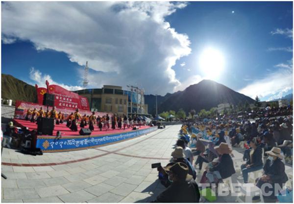 西藏加查县达布文化旅游节:欢乐祥和 民族团结1.jpg