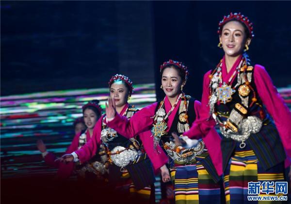 精彩纷呈的日喀则藏历新年晚会录制3.jpg