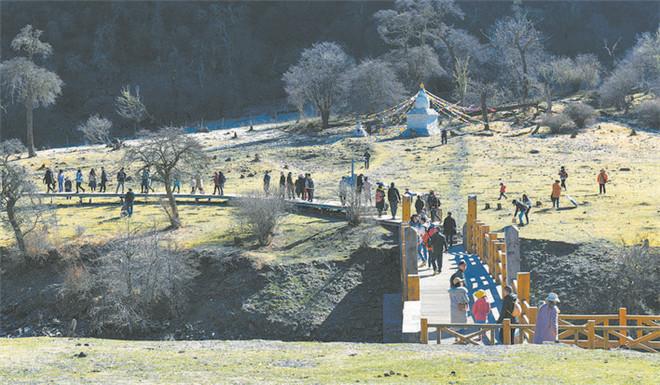 四姑娘山景区累计接待游客299631人次.jpg