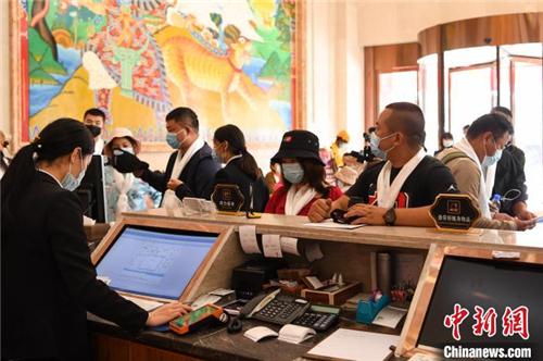 跨省旅游重启 西藏迎来首个跨省旅游团3.jpg