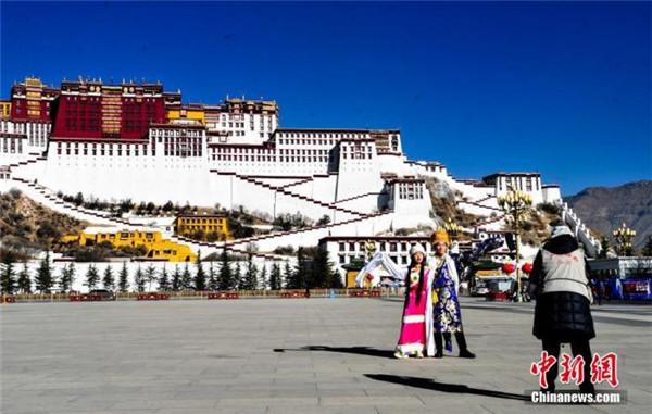 西藏拉萨今年前11月接待游客超2000万人次1.jpg