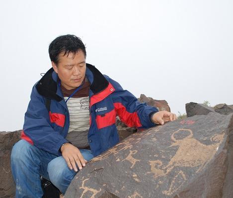 唐荣尧散文:石头上的证词开出芬芳