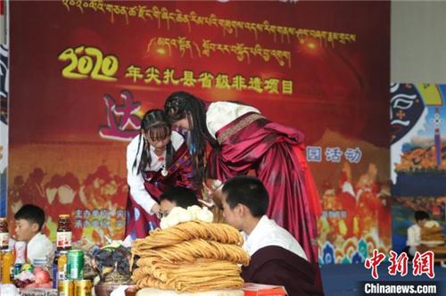 """中国""""五彩神箭之乡"""":藏族学子演绎民俗冀在传承4.jpg"""
