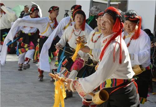 流变中的青海藏族民间舞蹈.jpg