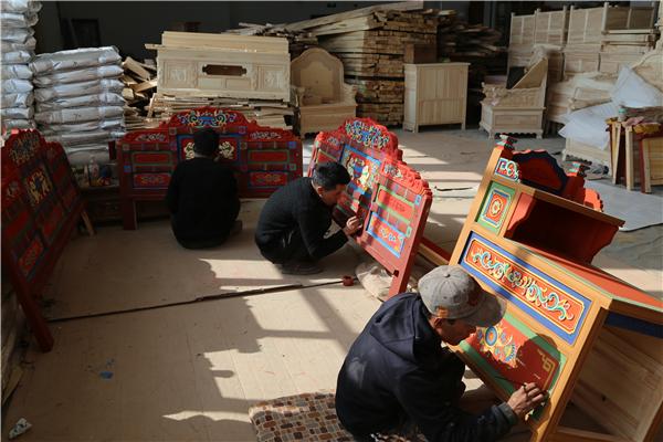 多杰家居也以培养提高劳动力素质途径参与扶贫开发工作.jpg