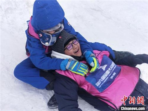 """西藏少年的""""冰雪奇缘"""":穿越5000公里去滑雪1.jpg"""