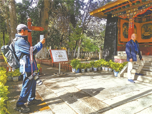 西藏拉萨罗布林卡园区恢复开放 暂不接受游园活动.jpg