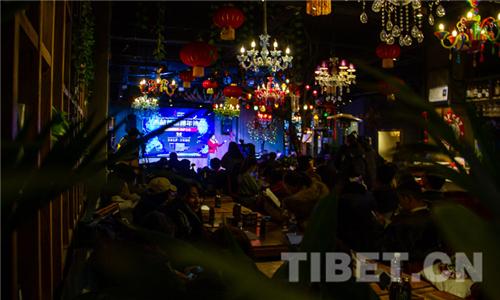 """""""雪域读诗•拉萨之夜"""",西藏首届跨年诗会用诗歌唤醒新年1.jpg"""